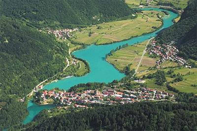Most na Soči z juga